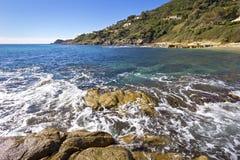 Mooie Mediterrane kust Stock Afbeelding