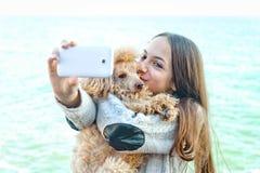 Mooie meisje genomen beelden van zelf haar stock foto