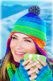 Mooie meisje het drinken koffie Stock Foto's
