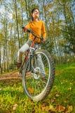 Mooie meisjes berijdende fiets Royalty-vrije Stock Afbeelding