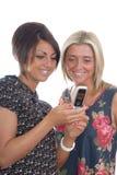 Mooie meisjes en cellphone royalty-vrije stock afbeelding