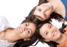 Mooie meisjes met hoofden samen Stock Afbeeldingen