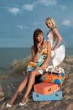 Mooie meisjes op het strand Stock Foto's