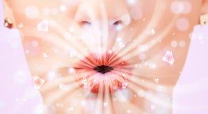 Mooie meisjesmond die abstracte witte lichten en kristal ademen royalty-vrije stock afbeeldingen