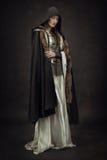 Mooie Meisjesstrijder in middeleeuwse kleren Stock Foto
