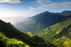 Mooie mening bij zonsopgang in de bergen royalty-vrije stock afbeeldingen