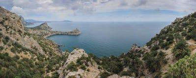 Mooie mening langs de zeekust Novyi Svet, de Krim royalty-vrije stock foto