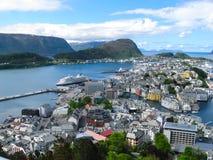 Mooie mening over Alesund Noorwegen stock foto's