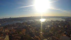 Mooie mening over de stad vanaf de bovenkant van het gebouw stock videobeelden