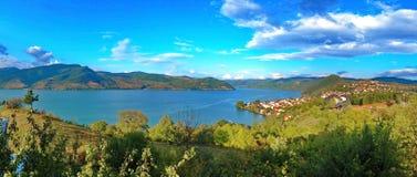 Mooie mening over een baai van Donau in Servië stock fotografie