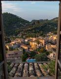 Mooie mening over Estellencs tijdens zonsondergang, Mallorca, Spanje Royalty-vrije Stock Afbeelding