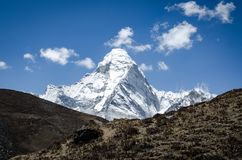 Mooie mening van Ama Dablam van trek aan Everset in Nepal himalayagebergte royalty-vrije stock fotografie