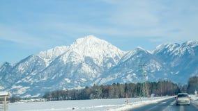 Mooie mening van bergen stock videobeelden