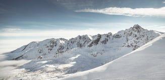 Mooie mening van bergen in de winter Tatra Stock Afbeeldingen