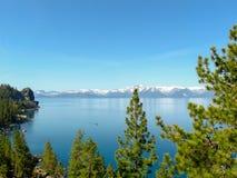 Mooie mening van bovengenoemd meer Tahoe, Sierra Nevada Stock Foto