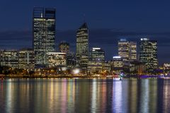 Mooie mening van centraal Perth bij blauw uur, Westelijk Australi? royalty-vrije stock fotografie