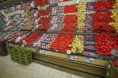Mooie mening van coloroful vruchten en groenten in marktwinkel Gezond het Eten Concept royalty-vrije stock afbeelding