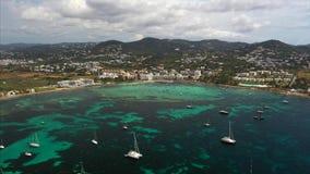 Mooie mening van de baai met jachtensatellietbeeld stock footage