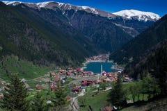 Mooie mening van de bergen en het meer Uzungol in Turkije Stock Foto
