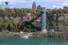 Mooie mening van de beroemde Niagara-Toren van de Dalingenobservatie in de V.S. Gorgeaousachtergronden stock afbeelding