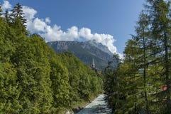 Mooie mening van de Boite-rivier met open sediment van rosk en berg in Cortina D ` Ampezzo, Dolomietbergen, Alpen Stock Afbeelding