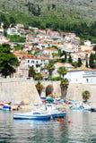 Mooie mening van de Mediterrane toeristenstad stock foto's