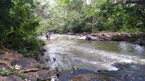 Mooie mening van de stroom van het rivierwater royalty-vrije stock afbeeldingen