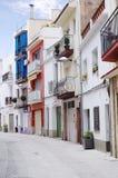 Mooie mening van de traditionele straat van Blanes, Spanje Straat met traditionele Spaanse oude architectuur Royalty-vrije Stock Fotografie