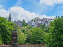 Mooie mening van Edinburgh, Schotland op een heldere zonnige dag stock afbeelding
