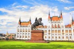 Mooie mening van het monument aan Ferenc II Rakoki in het vierkant van Lajos Kosuta voor het Hongaarse Parlement in Boedapest, Royalty-vrije Stock Foto