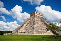 Mooie mening van het monument van Chichen Itza, Mexico Stock Afbeeldingen