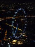 Mooie mening van hierboven van het stad moderne ontwerp van de de bouwlevensstijl bij nacht Singapore Royalty-vrije Stock Foto's