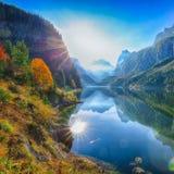 Mooie mening van idyllisch kleurrijk de herfstlandschap in Gosausee-La stock foto