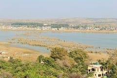 Mooie mening van kalar kahar meer in Punjab stock fotografie