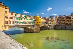 Mooie mening van Ponte Vecchio met rivier Arno in Florence Stock Foto's