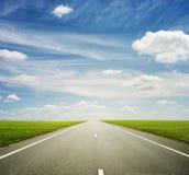 Mooie mening van rijweg stock afbeeldingen