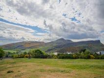 Mooie mening van Seat van Arthur in Edinburgh, Schotland, het UK van Calton-Heuvel royalty-vrije stock afbeeldingen