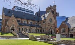 Mooie mening van St George Kathedraal in centraal Perth, Westelijk Australië, op een mooie zonnige dag royalty-vrije stock foto
