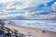 Mooie mening van strand met bewolkte hemel op de oostkust van de V.S., Maine State royalty-vrije stock afbeeldingen
