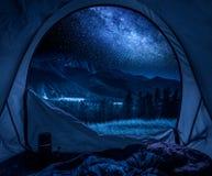 Mooie mening van tent aan Tatras-bergen bij nacht royalty-vrije stock foto