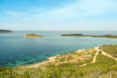 Mooie meningen van het overzees en de bergen van het observatiedek, het concept toerisme, landschappen van het eiland van stock afbeeldingen