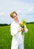 Mooie mensen met boeket van bloemen Stock Afbeeldingen