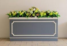 Mooie mirteboom in geïsoleerde granietvaas Royalty-vrije Stock Fotografie