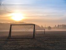 Mooie mistige voetbalhoogte Stock Foto's