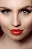 Mooie modelvrouw in de make-up Jong modern meisje i van de schoonheidssalon royalty-vrije stock foto's
