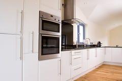 Mooie moderne keuken Stock Afbeelding