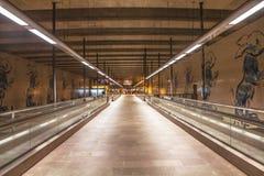 Mooie moderne kruising bij de metro post Stedelijk architectuur en ontwerp stock fotografie