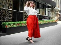 Mooie modieuze te zware vrouw Stock Fotografie