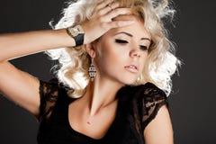 Mooie modieuze vrouw Royalty-vrije Stock Foto