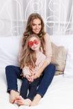 Mooie moeder en dochter stock fotografie
